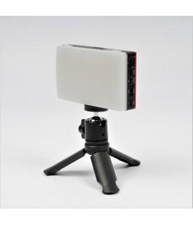 Компактный накамерный светодиодный осветитель FST SMPL-9